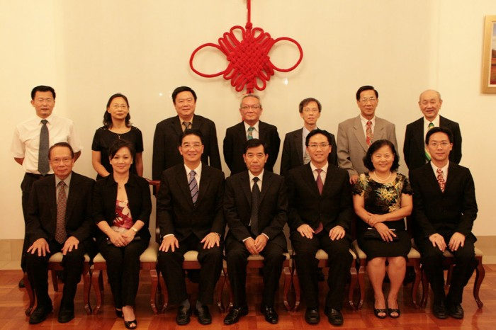 The hosts were: Consul-General Mr. Li Shugang (Seated, centre), Mrs. Li (Seated, 2nd from right), Consul Madam Deng Fang (standing, second left) and Consul Mr. Yang (standing, first left). Our representatives: Standing, from left - Mr. Ben SOON Vui Bin (Vice President), Mr. Chris Se Lip WONG (Committee Member), Mr. Clement TSEN (Assistant Secretary-General), Mr. CHIN Foh En (Honorary Advisor), and Mr. Harry Seow (Honorary Advisor). Seated - from left - Mr. Francis YAPP (Honorary Advisor), Ms. Tina WONG (Women's Wing), Dato' YONG Tet Khiong (President), Keith Yit-Kee YONG (Vice President) and Jonas Yit-Joon YONG (Secretary-General).