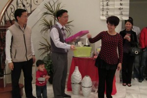 Our host and Committee Member Mrs. Lily Kong-Yit drew the 3 winning tickets for the 3 prizes or mystery packages she generously donated. Little Jayden Chan also wanted to join in the fun