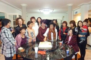 Some Mothers gathered around the table to witness Mrs Lily Kong-Yit cut the huge Mothers day cake donated by Mr Alan Yit