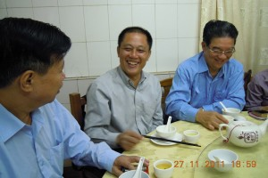 Sam Yeung 杨榕明, the President's cousin from Longchuan took us to the restaurant