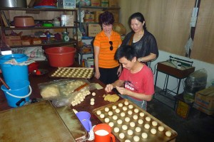 Watching the sifu hand-make each of those famous Ipoh biscuits