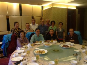 Mr Zhang Xiaoting, Honorary Advisor of HakkaWA and Deputy President of the Australia Hakka Business Council Inc. hosted a dinner for the whole group in Guangzhou 西澳客家公会名誉顾问,澳洲客家商会署理会长张小庭先生在广州晚宴招待了全部团员