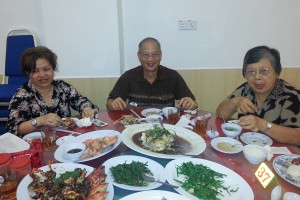 Just look at the spread of the best Sabah seafood and Sabah vegetables. 沙巴海鲜,津津有味!