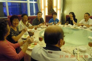 Eating Pork knuckles at the banquet hosted by Honorary Advisors Mr and Mrs Zhang Xiaoting in Guangzhou