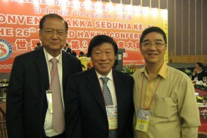 Honorary Chairman Dato' Yong with 2 very prominent Indonesian Hakkas: 梁仕桢 Soetjipto Nagaria, and 傅志宽 Murdaya Widyawimarta PO