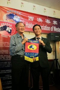 Dr YS Yow (left) being presented by the President with a souvenir from HakkaWA