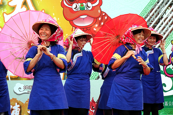 Women in traditional Hakka costume